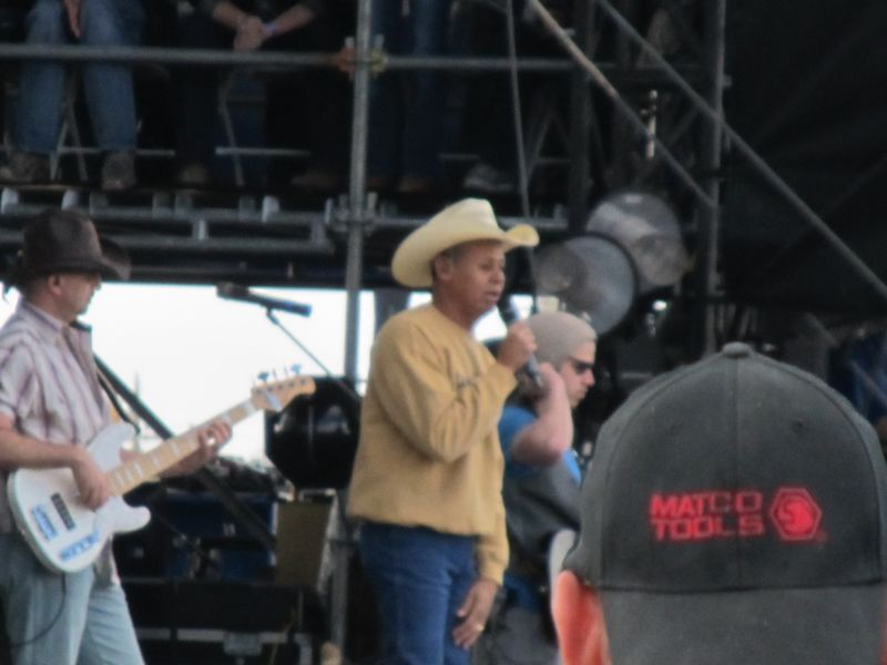 Country thunder 074